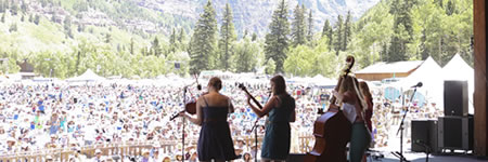 Della Mae on the Telluride Bluegrass stage (photo: Benko Photographics)